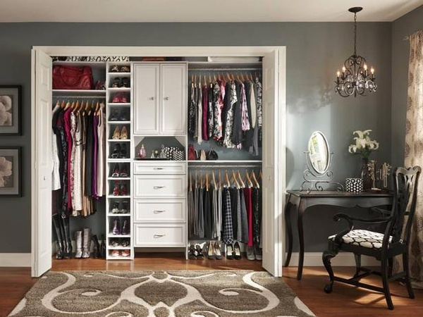 Love this closet layout.