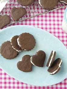 Homemade Oreo Cookies from Weelicious