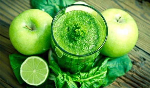 Suco verde com maçãs e água de coco - Imagem Ilustrativa - Foto: Getty Images