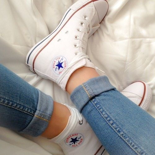 how to wear white converse high tops with jeans