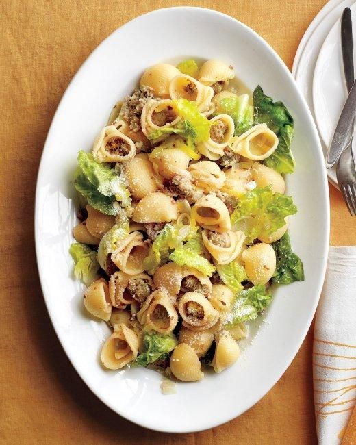 Pasta with Sausage, Leeks, and Lettuce Recipe