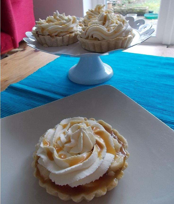 Salted Caramel Banana Cream Tarts | sweet | Pinterest
