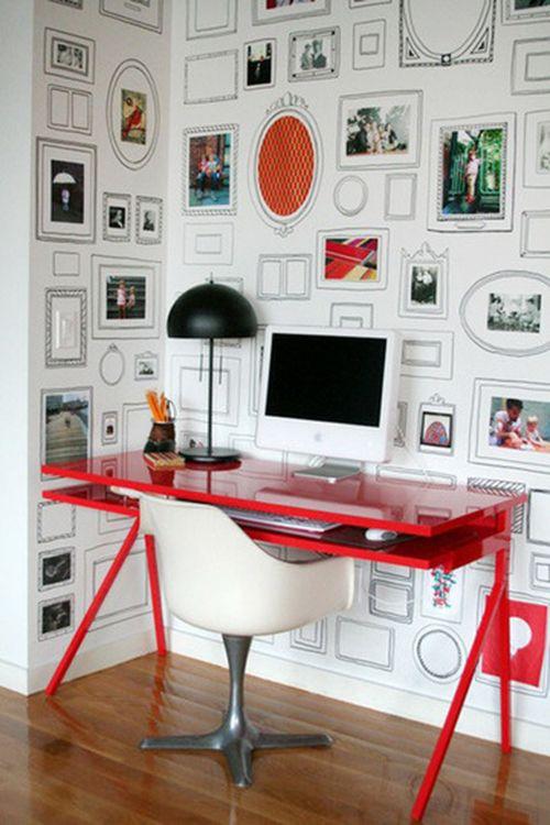 Via Apartment Therapy / Remobília - papel de parede cheio de moldurinhas