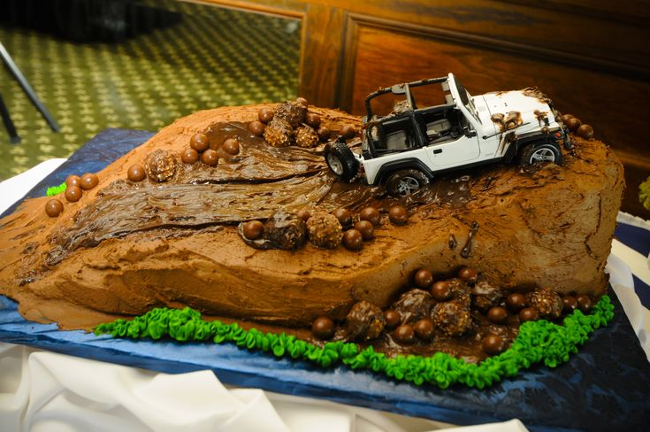 Cool jeep cake. Jeep cakes. Pinterest