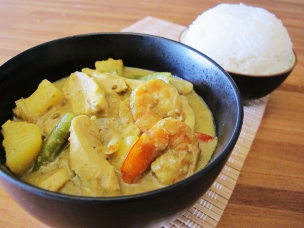 Massaman curry with chicken and prawns | Ethnic Dishes | Pinterest