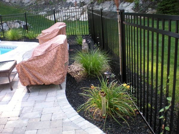 Flower Bed Fencing : flower bed around fence  Dont Fence me in!  Pinterest