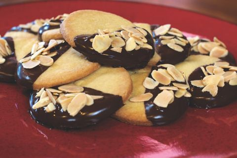 Almond bar or make Shortbread cookies with dark chocolate and almonds ...