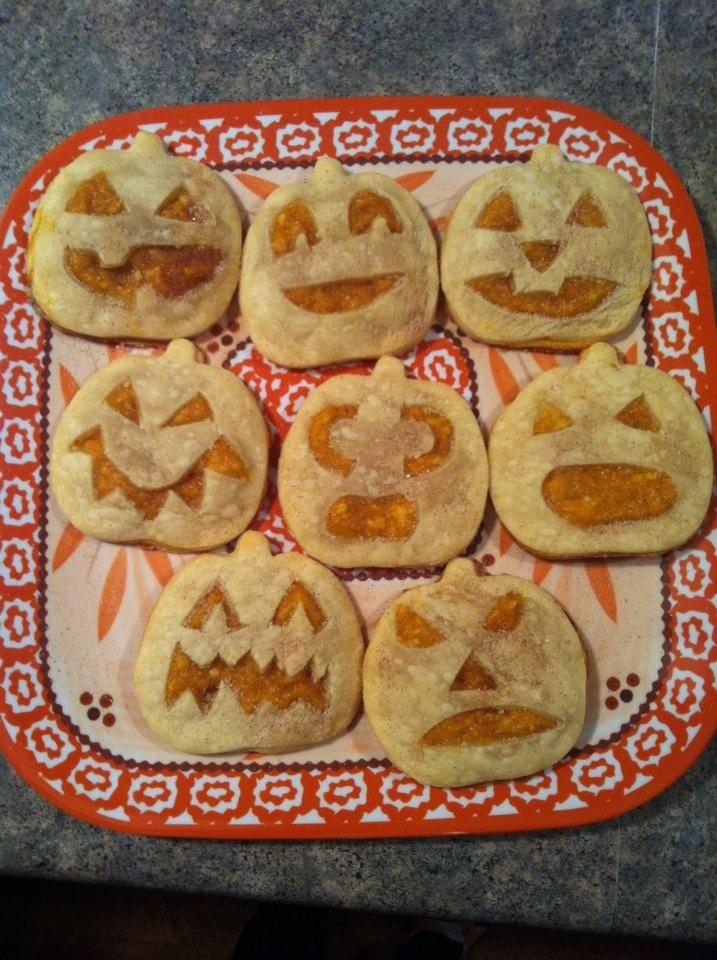 Pumpkin pie pockets! | halloween >:) | Pinterest