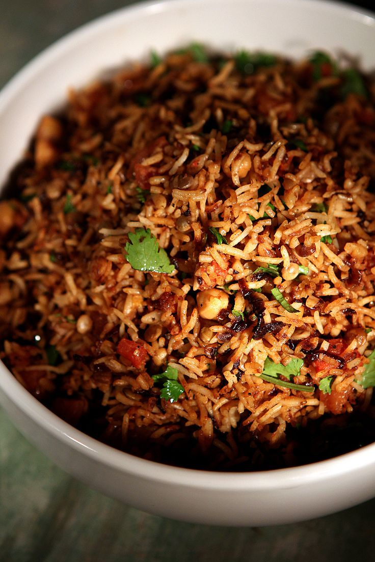 Muceddere (rice pilaf with chickpeas, lentils and browned onions)