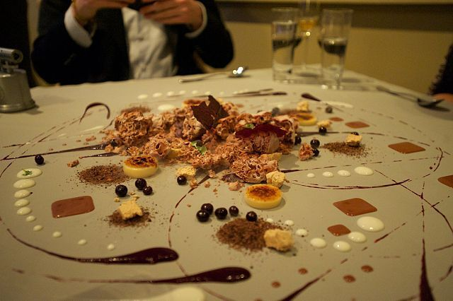 Dessert art at alinea chicago molecular gastronomy for Alinea desserte cuisine