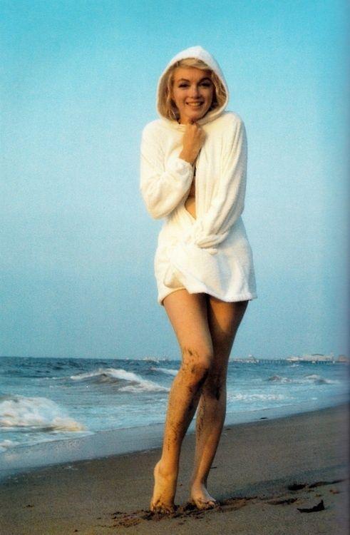 Marilyn Monroe Beach 1962