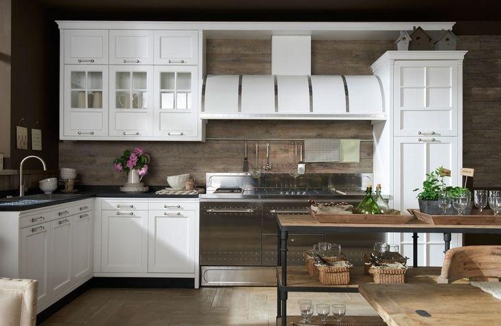 cucine vintage cucina vintage : Amazing kitchen- barn wood walls, range. Nest Dreams Pinterest