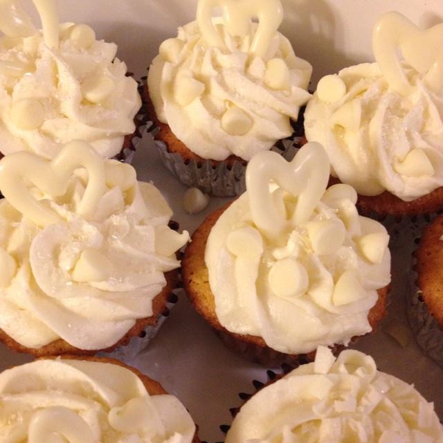 White Chocolate Truffle cupcakes   baking   Pinterest