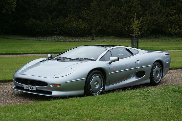 W chwili wprowadzenia do sprzedaży Jaguar XJ220 był najszybszym samochodem seryjnym na świecie (źródło grafiki: PInterest)