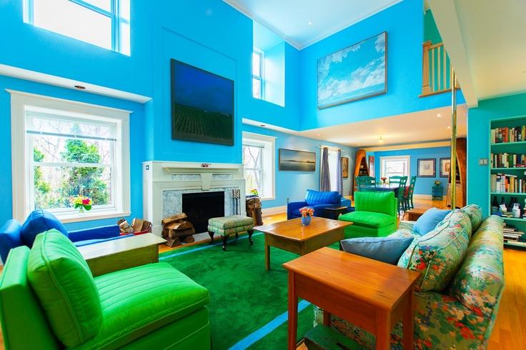 minimalist living room inteiror design with black cabi