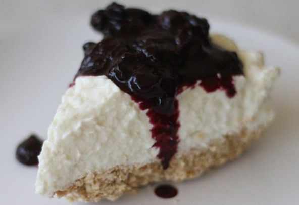 yogurt cheesecake with berry compote | healthy stuff | Pinterest