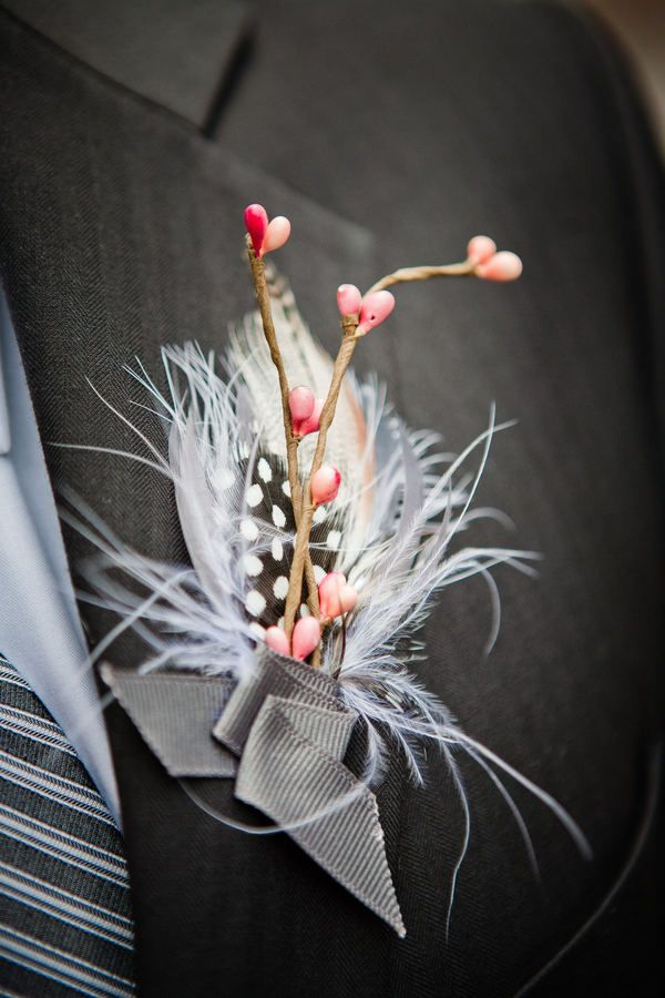 Spotted...a feather boutonniere. :)