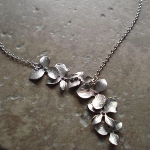 Pretty asymmetrical necklace