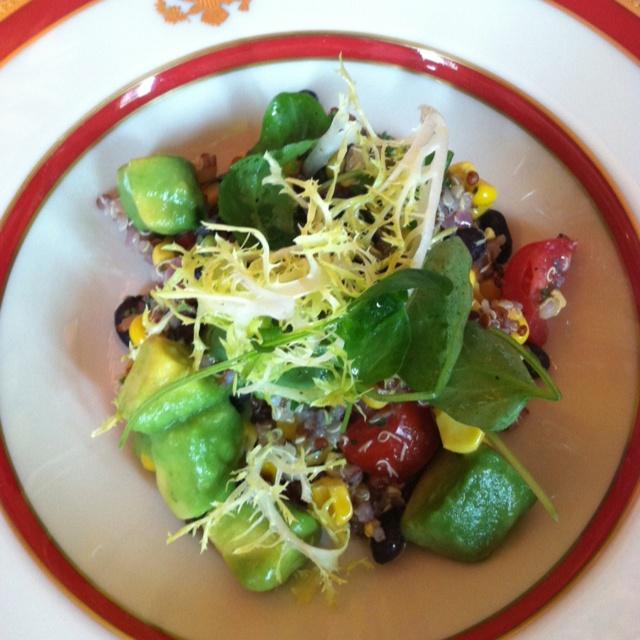 Jealous! How good does this Quinoa, Black Bean, and Corn Salad look? #KidsStateDinner