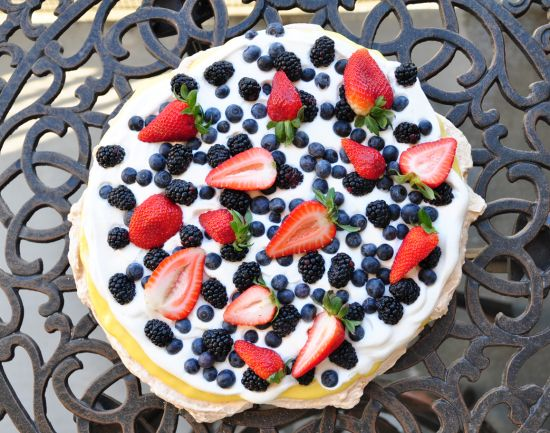 Pavlova cake with lemon curd | Wheat Free Snacks and Sweets | Pintere ...