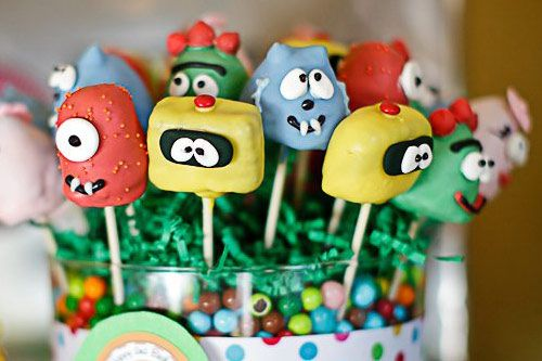 YOOOO gabba gabba cake pops! @Kirsten Aaron Ive been watching a lot of youtube videos....... :)