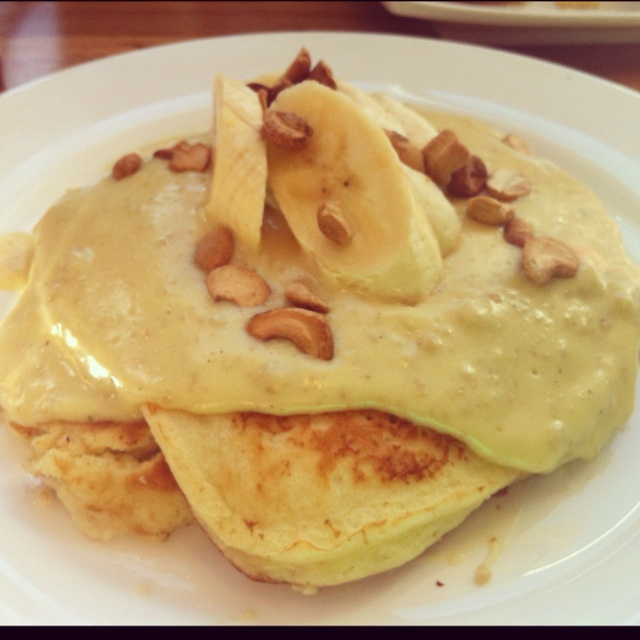 Banana-cashew pancakes with cashew cream at Kingsbury Street Cafe