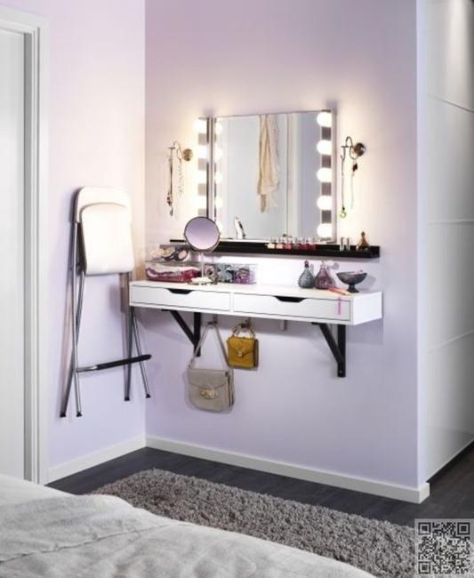 Makeup dresser with lights