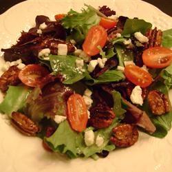 candied walnut gorgonzola salad one my favorite salad with candied ...