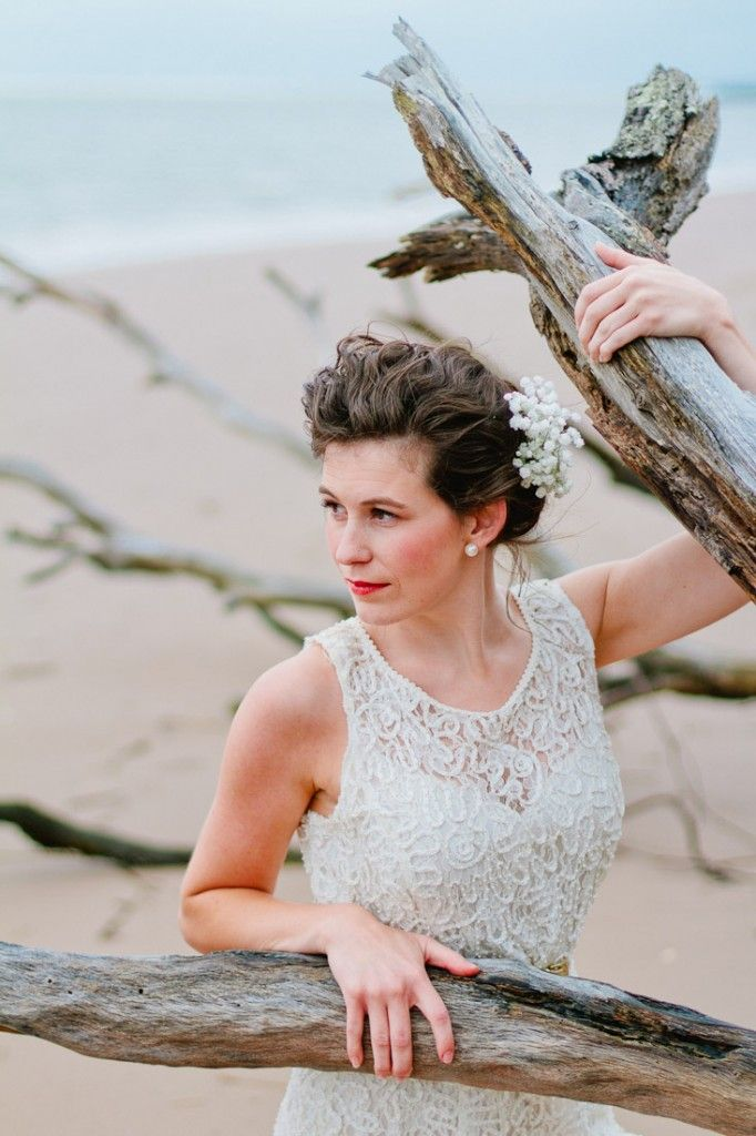 driftwood, a lace dress, flowers & a pretty girl.....    http://www.jenniferblairblog.com/2012/06/11/driftwood-lace-styled-session/
