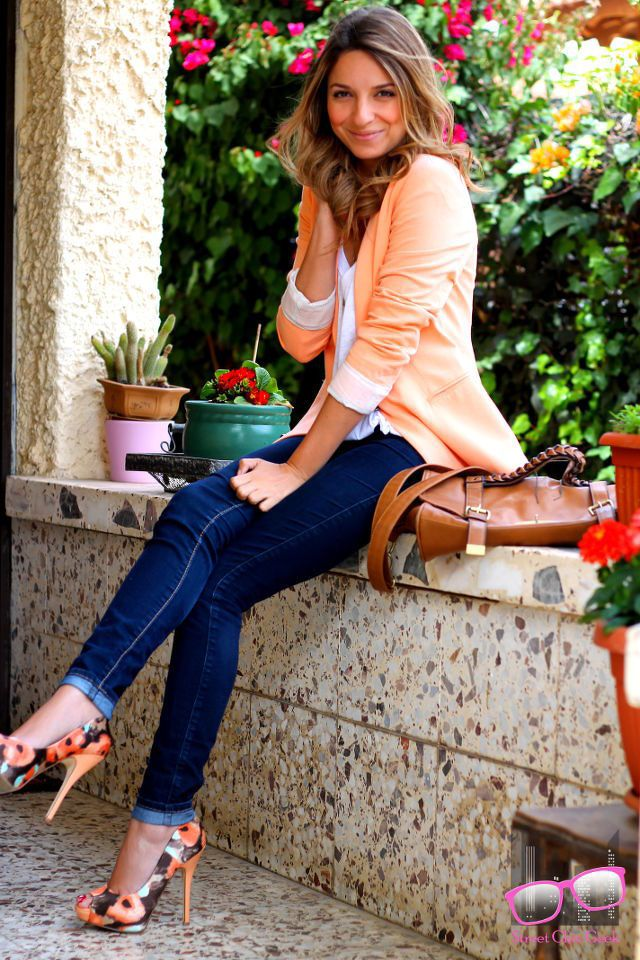 Can I wear those shoes...love this look.Peachy Blazer & White Top & White Denim Jeans