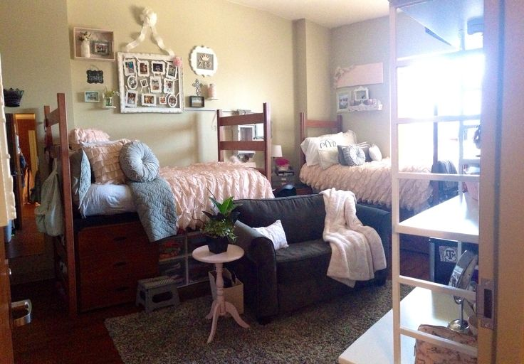 College girls dorm room, shabby chic  Dorm Room!  Pinterest ~ 071733_Chic Dorm Room Ideas