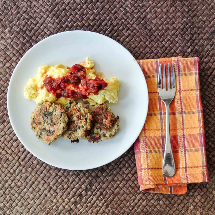 Quinoa Breakfast Cakes-6 | foods to try | Pinterest