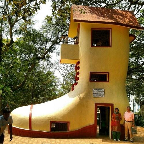 Shoe House House Villa In The World Pinterest