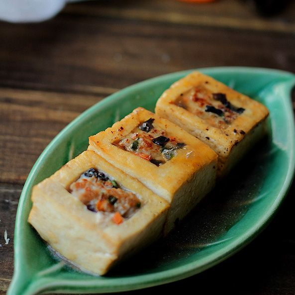 Braised Chinese Stuffed Tofu (I'll try to do a meatless version of ...