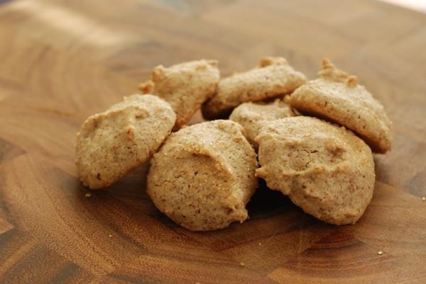 Amaretti: Kosher almond cookies | Interesting Food | Pinterest