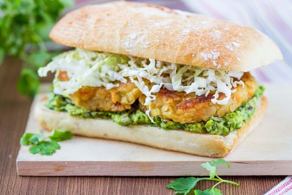 Vegetarian Recipe: Lentil Burgers with Guacamole (to make it vegan you ...