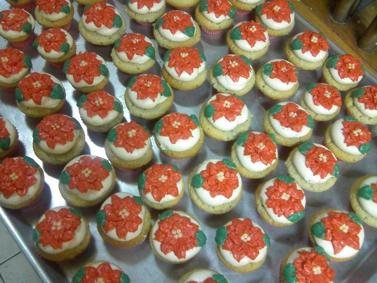 Pointsettia cupcakes. #holiday #red #pointsettia #piped #custom # ...