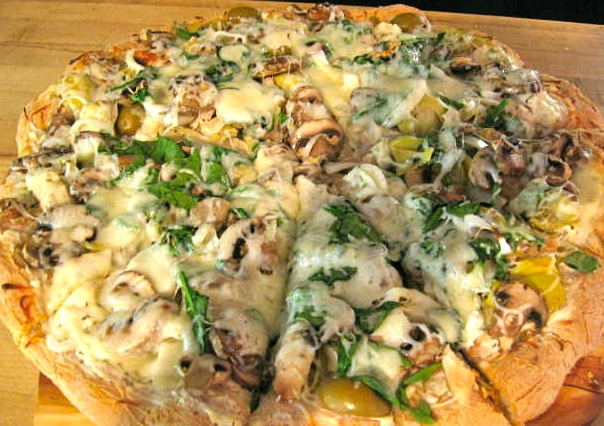 White pizza with chicken breast, artichokes, mushrooms, green olives ...