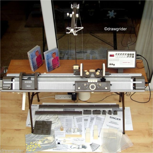 Singer Superba 624 Electronic Knitting Machine COMPLETE, Excellent Co?