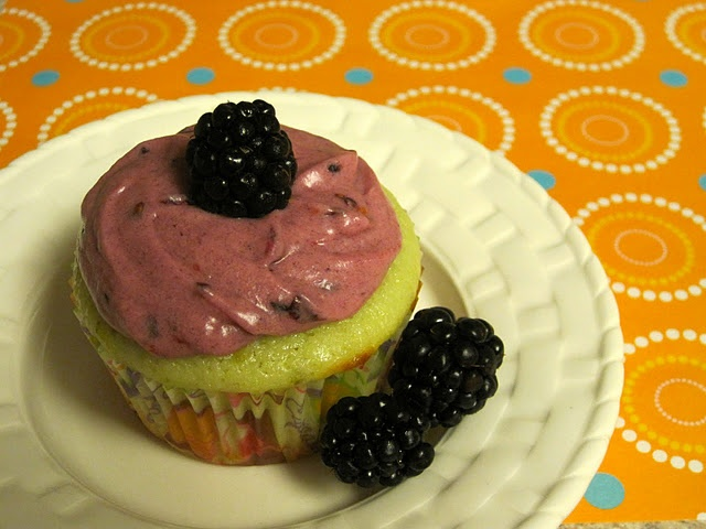 lime cupcake w blackberry frosting yummy | COOk IT! | Pinterest