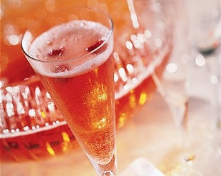 Strawberry Champagne Punch...I know what the McCreights will be ...