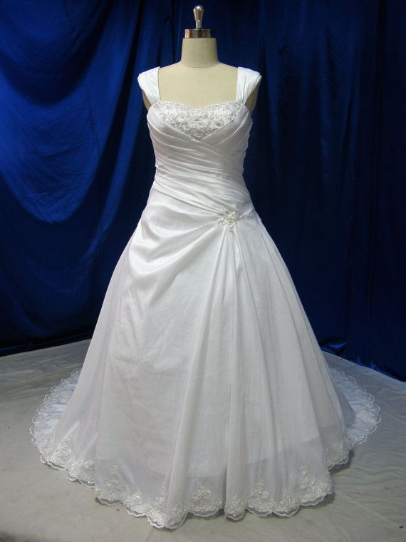 Gorgeous plus size wedding dress with straps for Plus size wedding dresses with straps