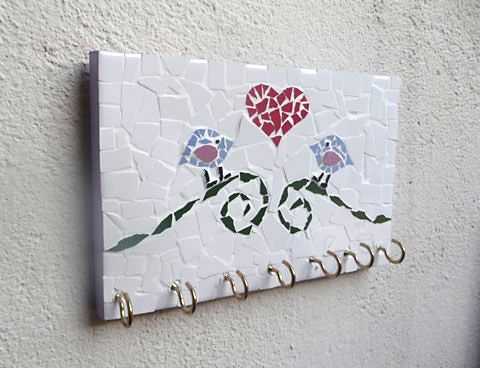 Porta-chaves de mosaico feito com Mosaico  #mosaico #portachaves #diy #façavocêmesmo