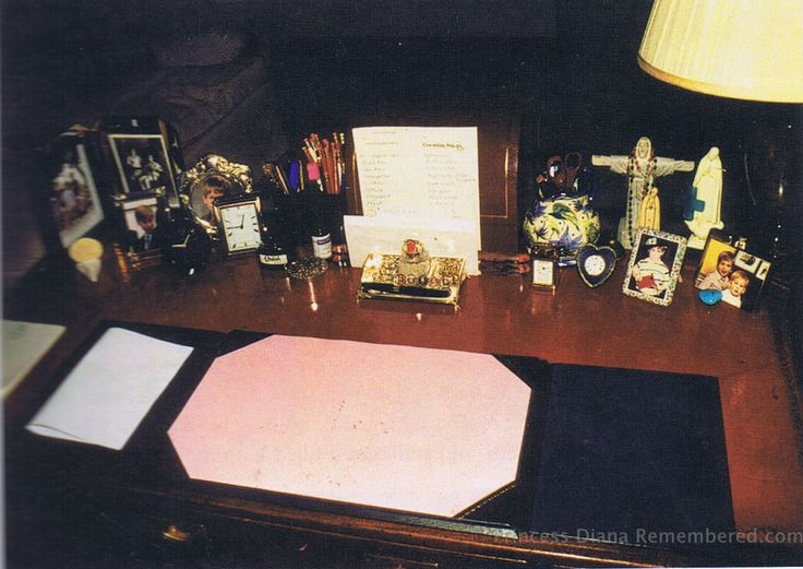 Princess diana 39 s desk decor fit for a princess pinterest Kensington palace state rooms