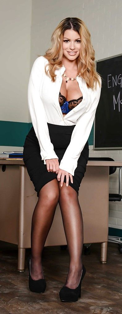 Curvy schoolgirl Brooklyn Chase removing leather skirt while stripping № 856099  скачать
