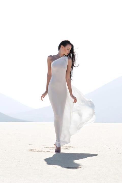 White Sun, White Sand, White Dress!