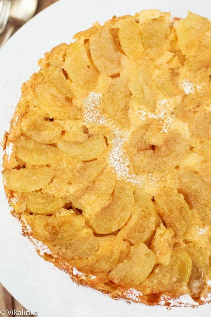 """Apple Cake """"Sharlotka"""" #sponge #apples #Russian #dulcedeleche"""