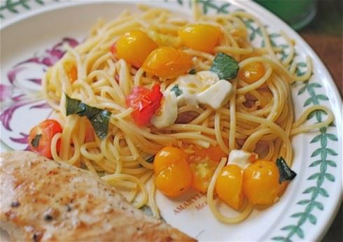 Simple Summer: Cap­rese Spaghetti | Yummy Foods | Pinterest