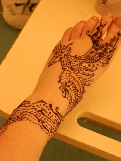 22 cool henna tattoo dragon. Black Bedroom Furniture Sets. Home Design Ideas