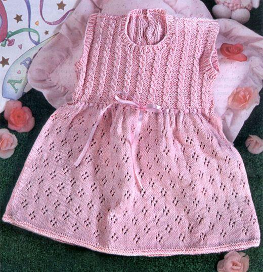 Теплое платье для малышки связать